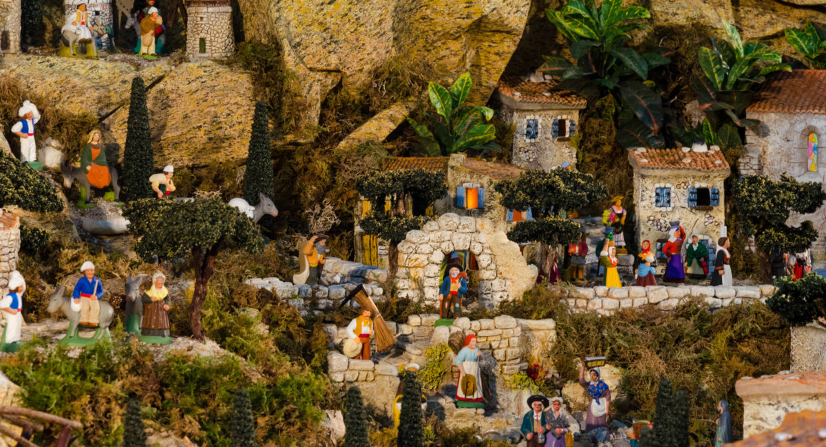 La crèche aux mille santons... - Paroisse Saint François-Xavier